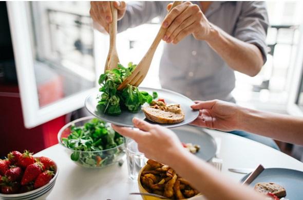 Comment arrêter de trop manger pendant les repas….