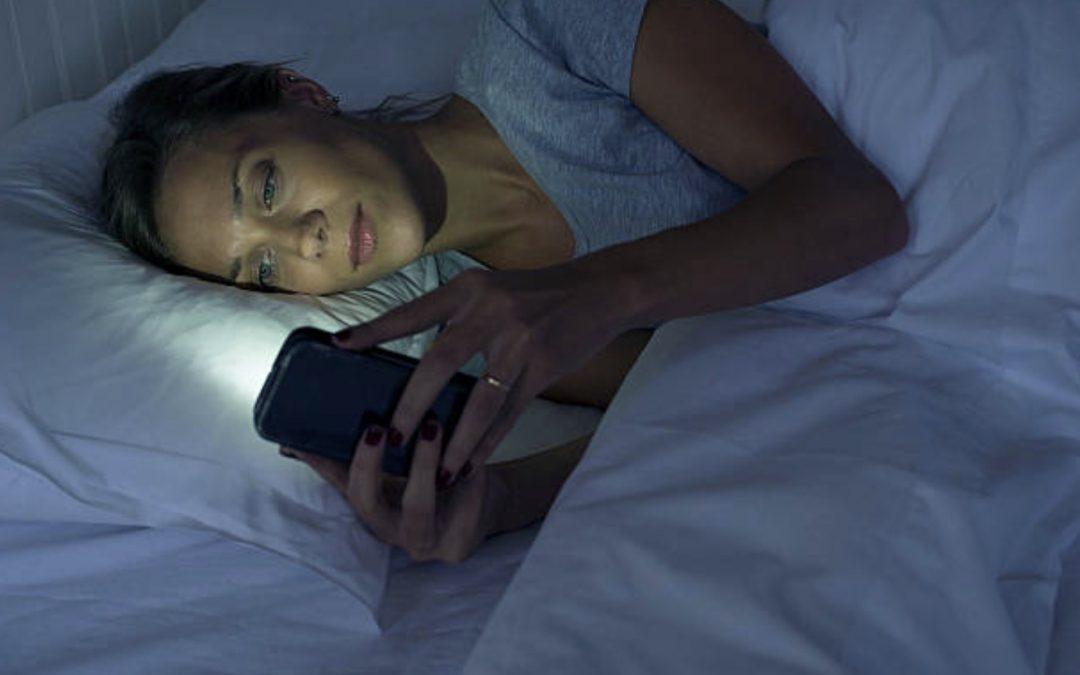 Img Femme Insomnie Smartphone